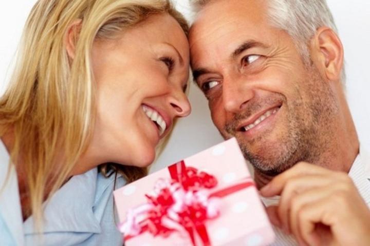 Выбираем подарок мужу на годовщину свадьбы - что можно подарить