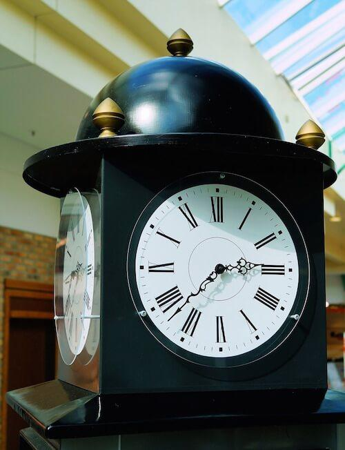 Красивые настольные часы