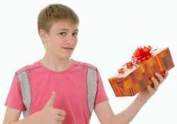 Что можно подарить 14 летнему мальчику