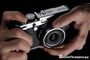 подарок-другу-цифровая=фотокамера