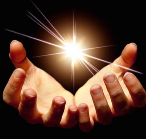 Свет в руках