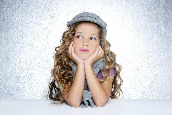Маленькой моднице можно подарить все, начиная от детской косметики, заканчивая одеждой и аксессуарами