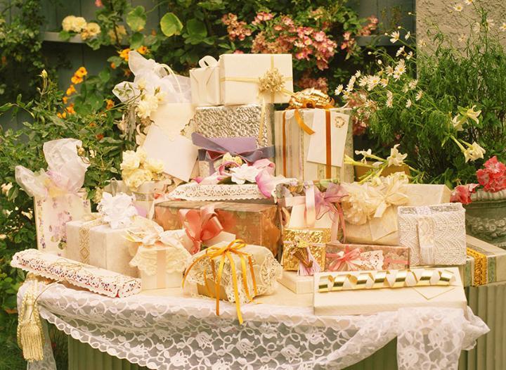 Свадебные подарки молодоженам