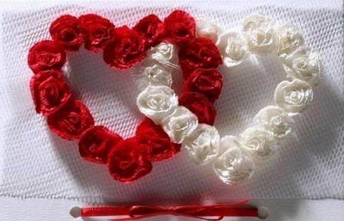 Розы сердцем из салфеток