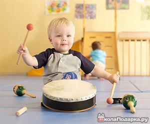 что подарить ребенку на полгода-маракасы-барабан