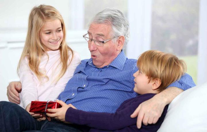 Что можно подарить дедушке на День Рождения от внуков? - Подарок дедушке от внучки