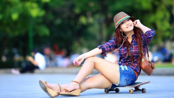 Девушка на скейтборде