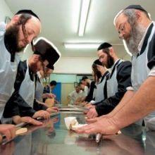 Несмотря на отсутствие в еврейской культуре дарения строгих правил, есть некоторые традиции, которые нужно помнить!
