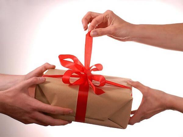 Открытие подарка