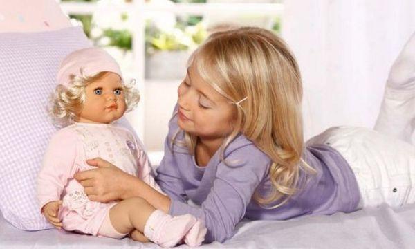 Кукла — беспроигрышный подарок для девочки. Фото с сайта www.happy-giraffe.ru