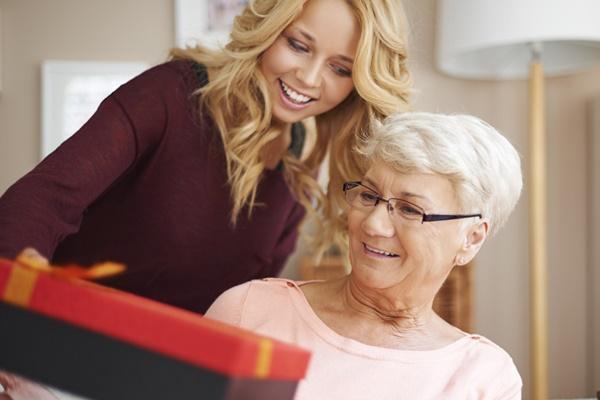 Что подарить бабушке на день рождения?