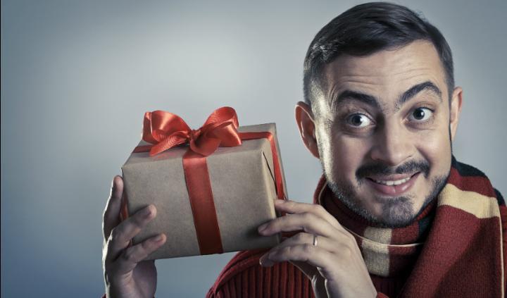 что подарить брату на новый год недорого