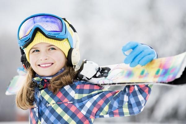 Подарки-впечатления: можно всей семьей покататься на сноубордах, лыжах или коньках