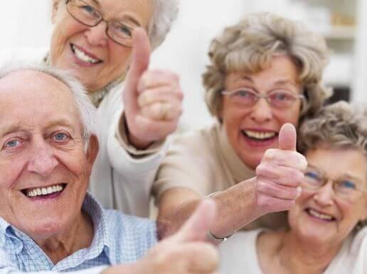 Довольные старики