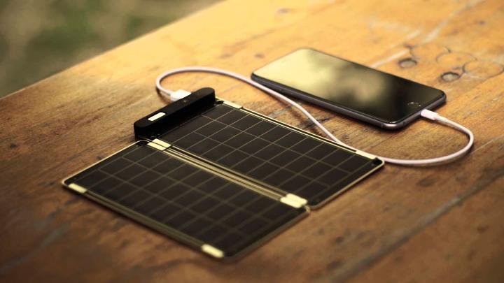 Зарядка на солнечных батареях. Фото с сайта expertrt.ru