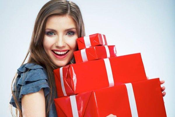 Что подарить девушке на год отношений