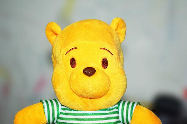 Желтый плюшевый мишка