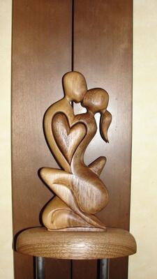 Статуэтка любви из дерева