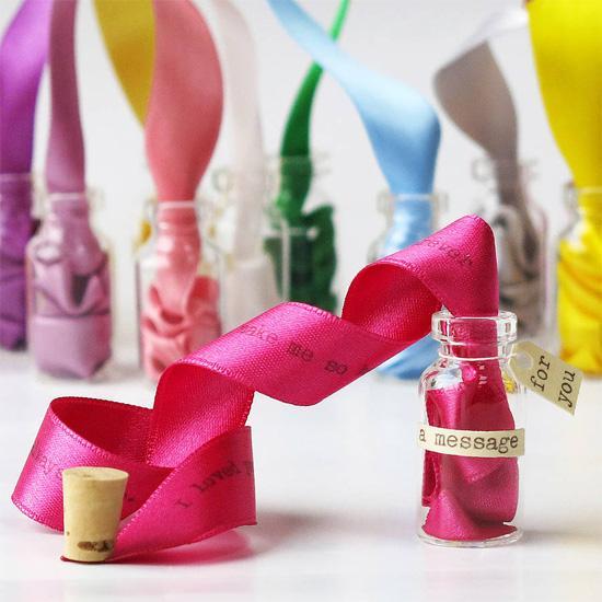 идея подарка на 14 февраля, на день валентина, на годовшину отношений - дарим бутылочку с лентой и нанененной на ней сообщением