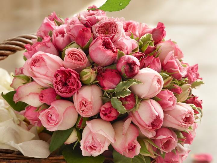 Букет цветов - отличный подарок для юной леди. Фото с сайта goodfon.ru